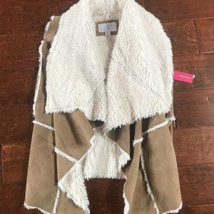 Xhilaration sherpa vest small